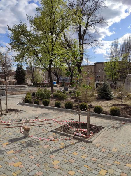 """В Запорожье приступили к восстановлению фонтана с пионерами, который стоял на """"Анголенко"""""""