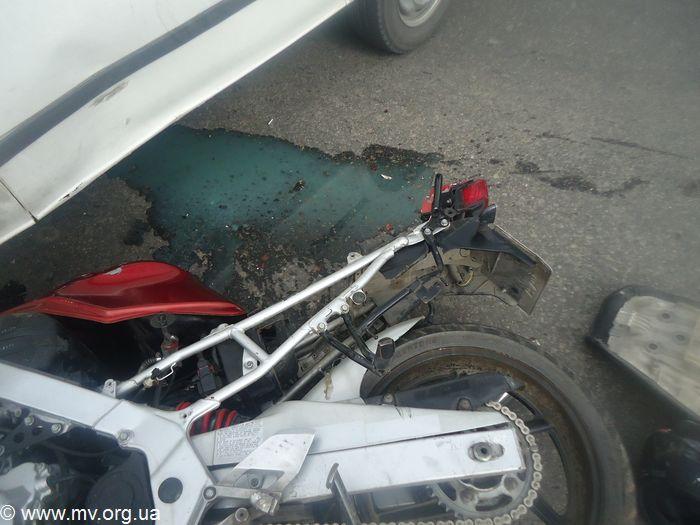 В Запорожской области мотоциклист влетел в авто (ФОТО)