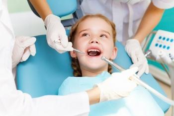 Прорезывание и смена молочных зубов на коренные у детей