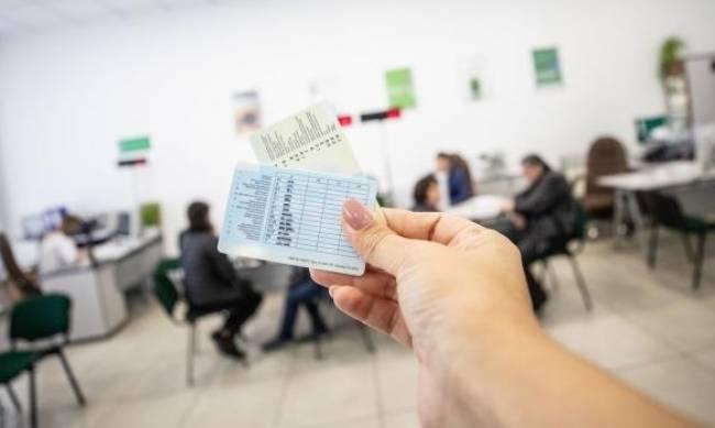 В Украине введут новые автомобильные права и техпаспорт: что изменится фото