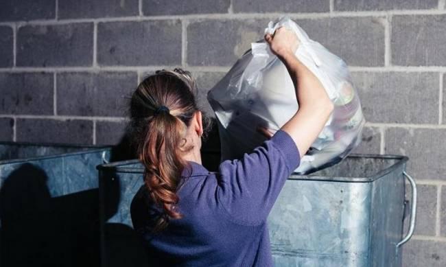 Почему нельзя вечером выносить мусор из дома фото