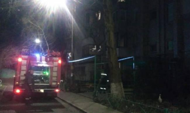 Дым в мелитопольском подъезде: работают пожарные и Аквибуд (фото, видео) фото