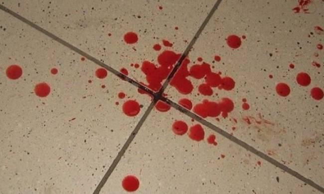 В Мелитополе били мужчину так, что залили кровью весь АТБ фото