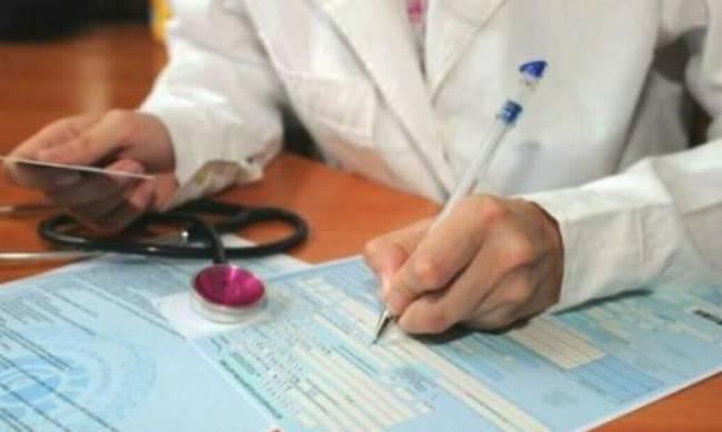 Украинцам решили урезать больничные: выплаты сократят, а врачам грозят штрафы фото