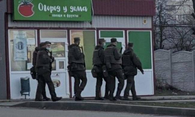 Харьков в оцеплении: военные с автоматами проверяют машины и людей, в город не пускают. Что происходит фото