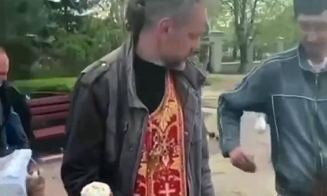 Помощник священника попался на воровстве денег прихожан фото