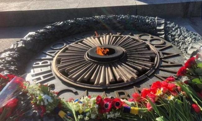 Как в Киеве отмечают День победы над нацизмом во Второй мировой войне: фото и видео фото
