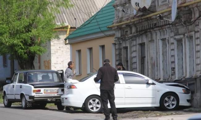 В Мелитополе иномарка влетела в стену дома фото