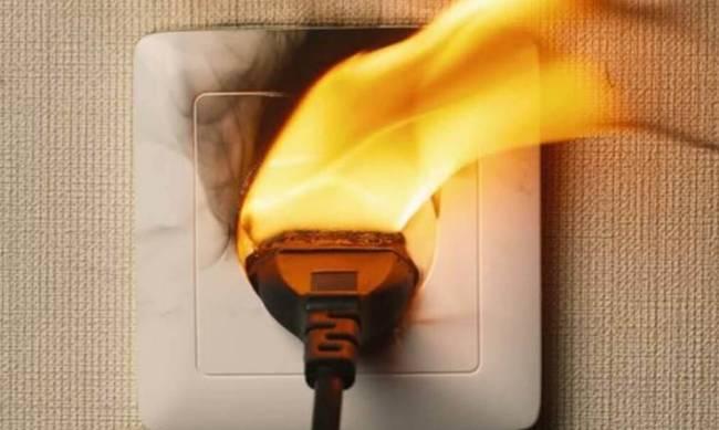 Как вернуть деньги, если из-за скачка электроэнергии сгорела техника фото