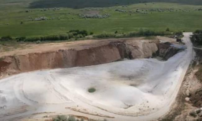 Как выглядит песчаный карьер под Мелитополем с высоты - ВИДЕО фото