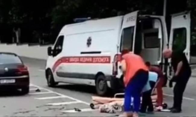В Мелитополе сбили мужчину: лежал на дороге недвижимо  фото