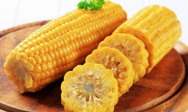 Кому нельзя есть вареную кукурузу? фото