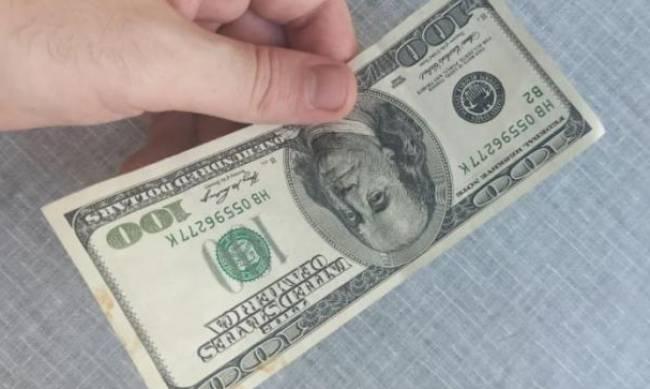 Украинские банки отказываются принимать доллары фото