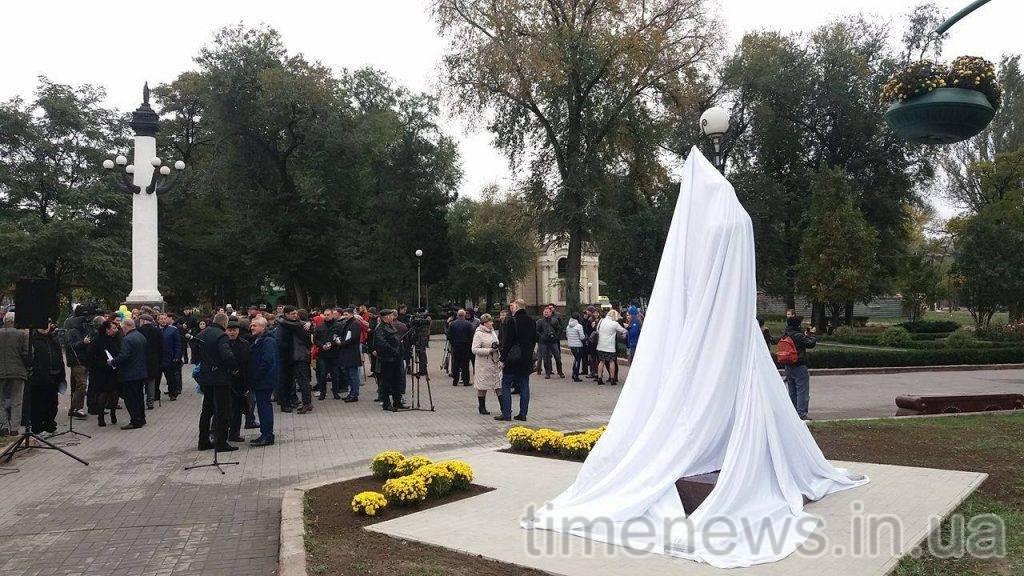 ВЗапорожье открыли монумент Леониду Жаботинскому,