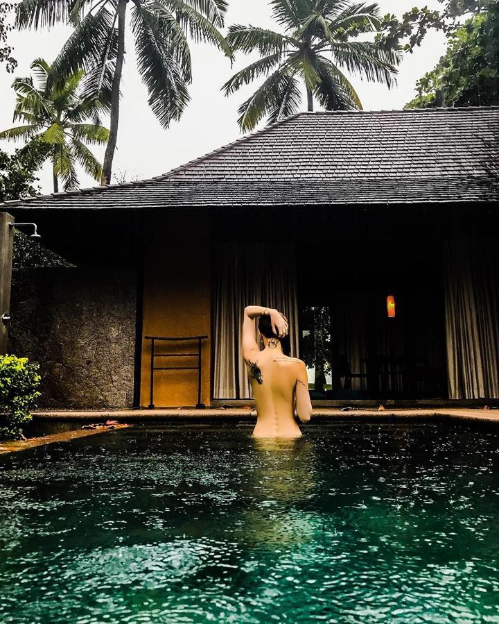Решила поплавать голышом заметил фото фото 260-888