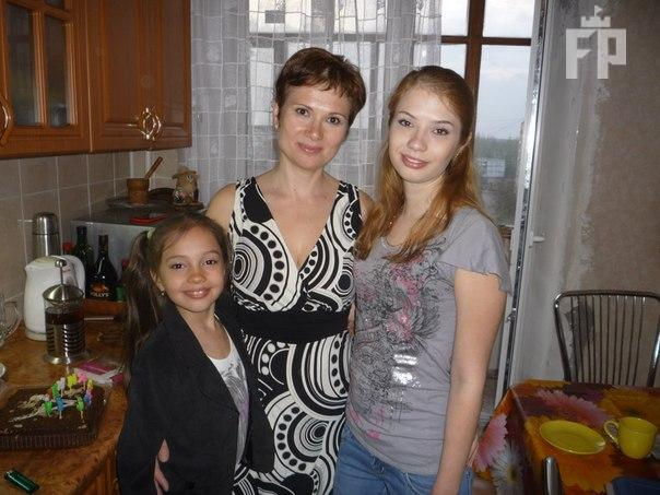 Кошмарный случай: 12-летнюю девочку выбросили изокна 9-го этажа