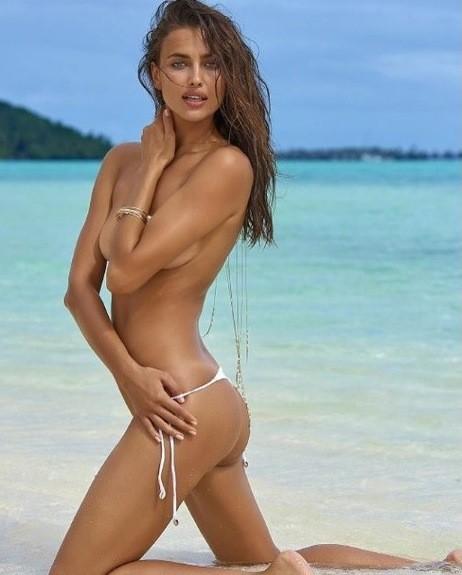 фото на пляже в одних бикинях