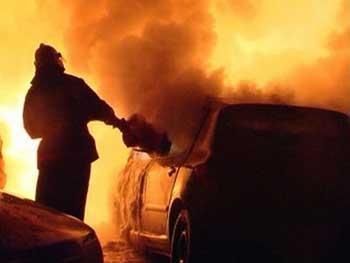 """Результат пошуку зображень за запитом """"Ночью во дворе многоэтажки горел автомобиль"""""""
