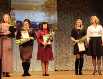 В Мелитополь власть поздравила учителей с праздником