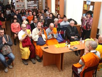 Фото МВ: На встрече в библиотеке им. М. Лермонтова.