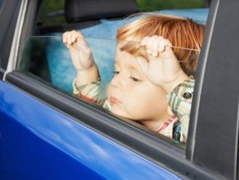 В Николаеве авто без водителя с ребенком в салоне катилось по дороге