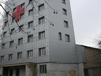В онкодиспанере Мелитополя активисты искали запах краски